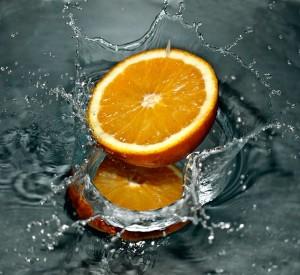 Orange mit Wasser