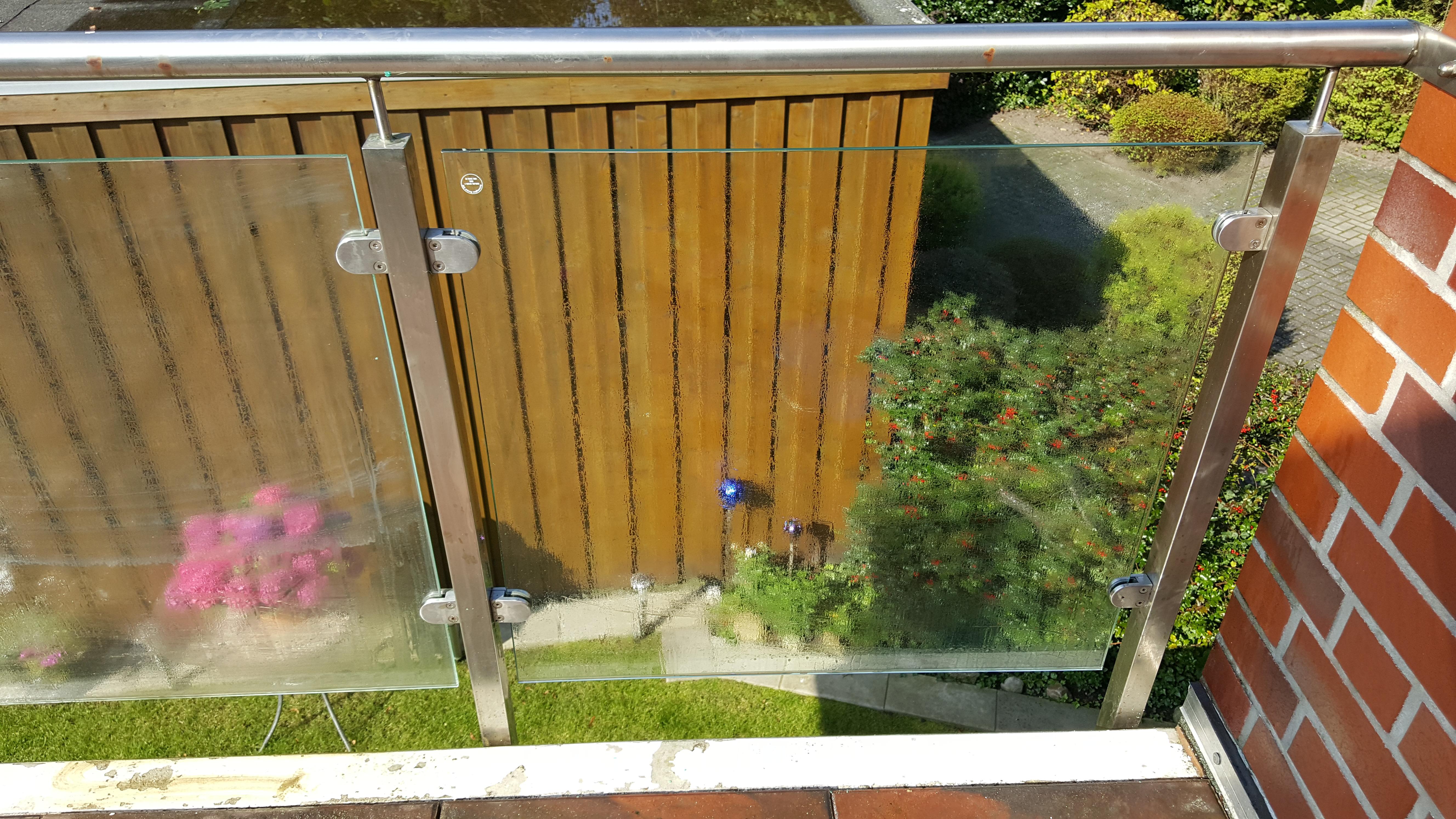 balkon 8 bild glas und boden mit viel wasser abwischen annas. Black Bedroom Furniture Sets. Home Design Ideas